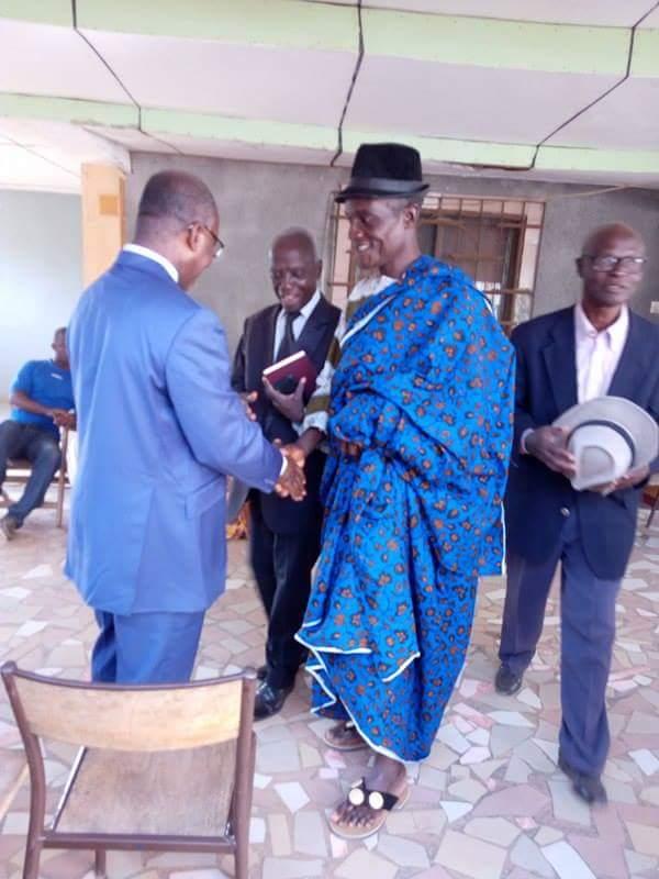 En entretien avec le chef de village de Bessaboua (Békri) le 03/02/17 à  Djidji, jour de l'installation du s/préfet. Merci frère, chef Kpeck.