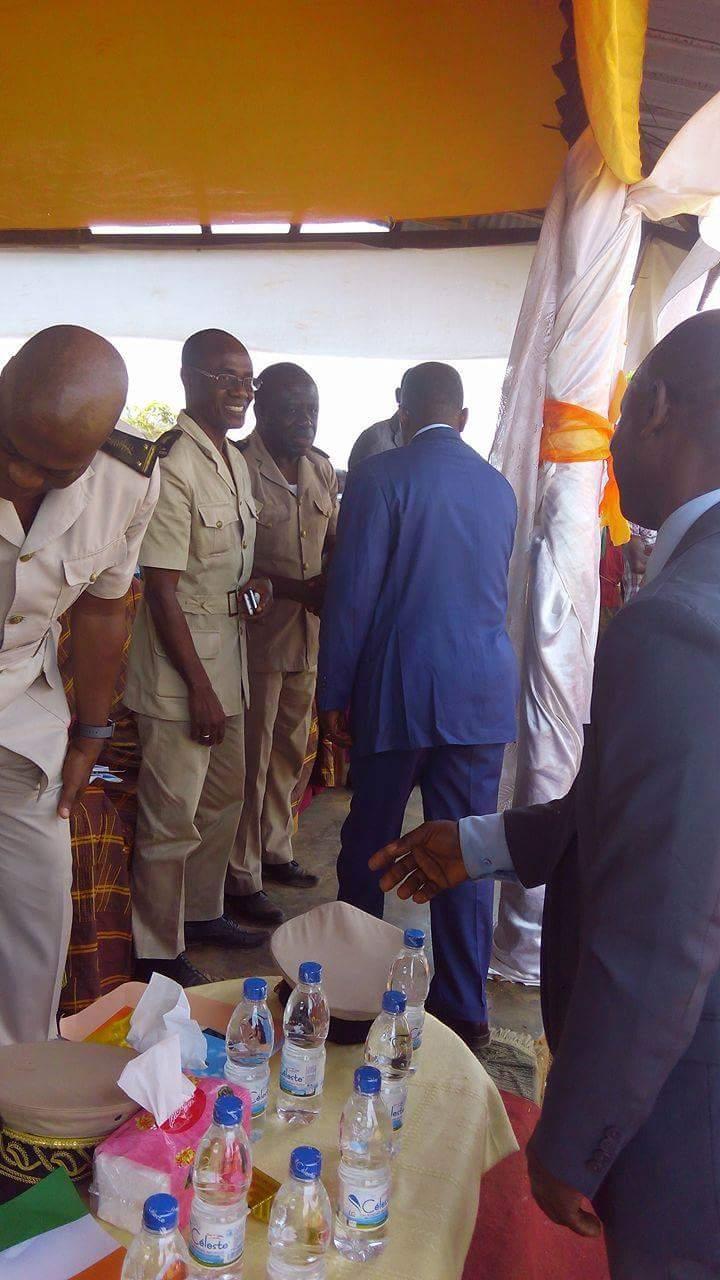 L'accueil réservé à Armel Thomas Abya après son discours par le corps préfectoral le 03/02/17 à Djidji.